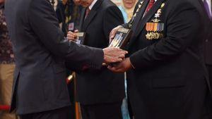 Pahlawan Nasional, Haruskah Selalu Warga Negara Indonesia?
