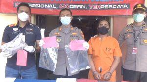 Tak Terima Teman Ditusuk, Bos Kafe Jelita Denpasar Bacok Gung Monjong di Depan Polisi