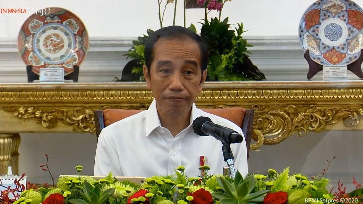 Jokowi Minta Daerah Lain Tiru Bekasi dalam Vaksinasi, Gunakan Lapangan Bola