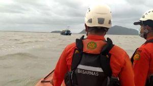 14 Kapal Milik Nelayan Tenggelam di Pontianak: 5 Berhasil Ditemukan Tim SAR, 9 Dalam Proses Pencarian