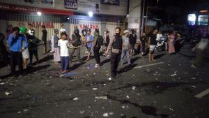 Pemotor <i>Ngebut</i> Tabrak Pedagang Bakso di Makassar, Pelaku Diburu Polisi