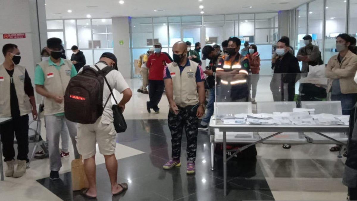 Sebanyak 36 Penumpang Perempuan Tanpa Dokumen Lengkap Naik Sriwijaya dan Batik Air Tiba di Sorong Papua