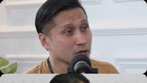 Arie Untung Seret Raja Salman Bawa Tangga Demi Hindari Riba, Denny Siregar: Belajar <i>Bro</i>, Jangan Mirip Mi Instan