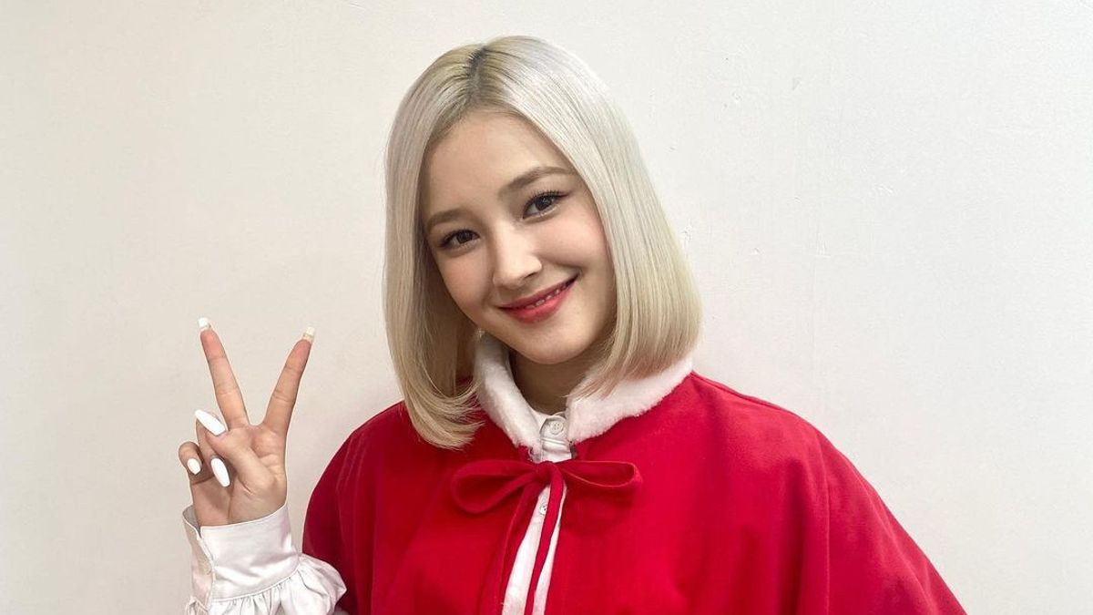 Photo Of Nancy MOMOLAND Changing Clothes Circulating, Agency Takes Legal Action