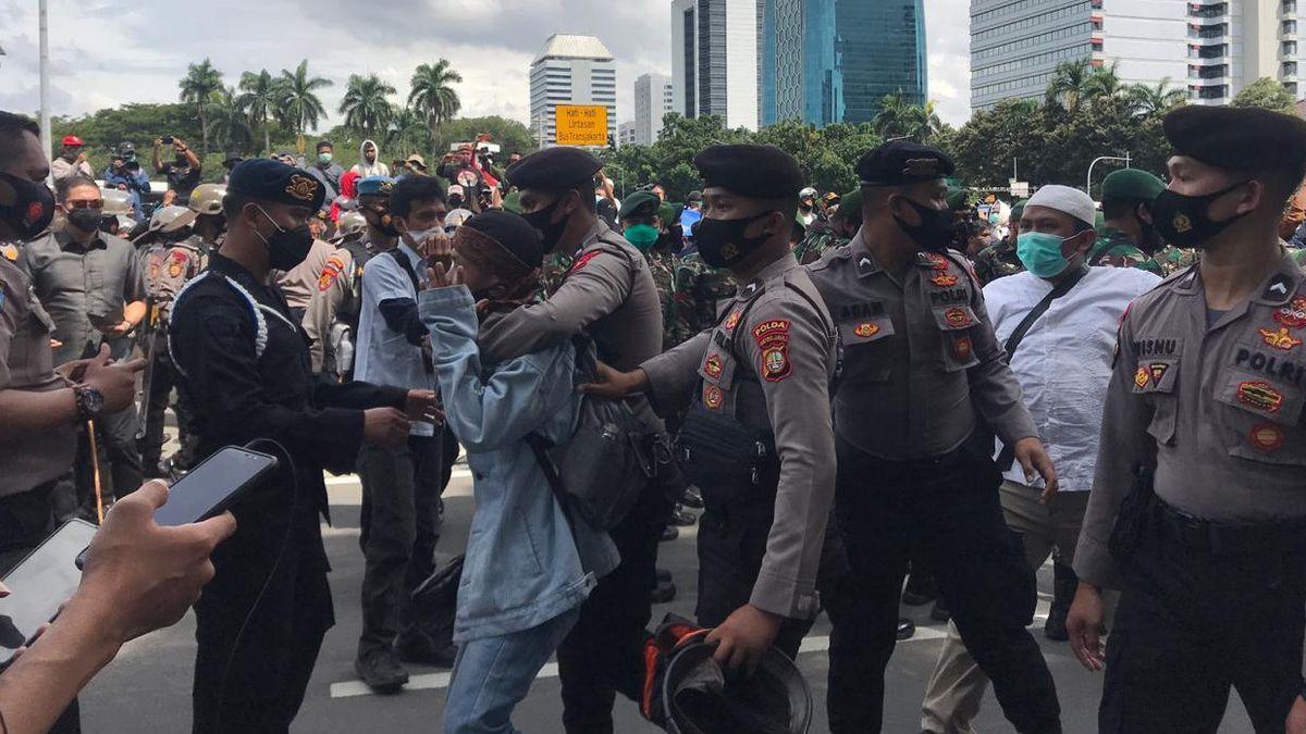 Polda Kalbar Ringkus Pemuda yang Serang Polisi saat Demo 1812