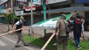 Baliho Rizieq Shihab di Makassar Dicopot Satpol PP, Alasannya Jaga Keharmonisan