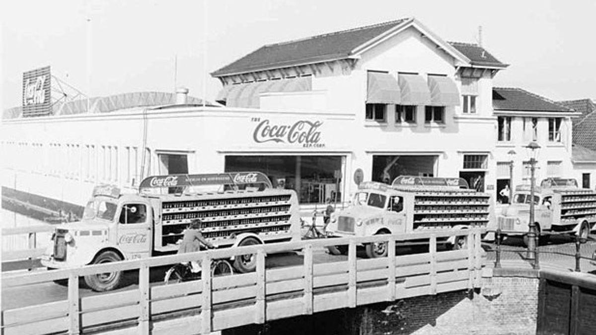 12 Maret dalam Sejarah: Saat Pertama Coca Cola Dibotolkan