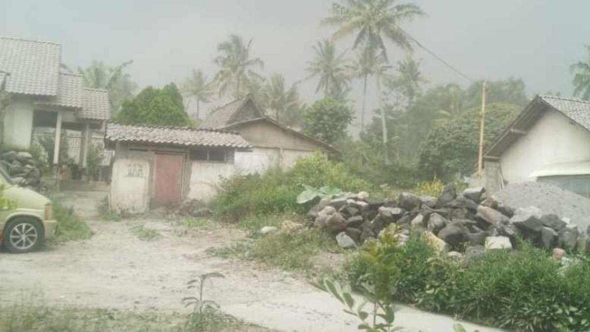 Hujan Abu Terjadi di Wilayah Timur Lereng Merapi