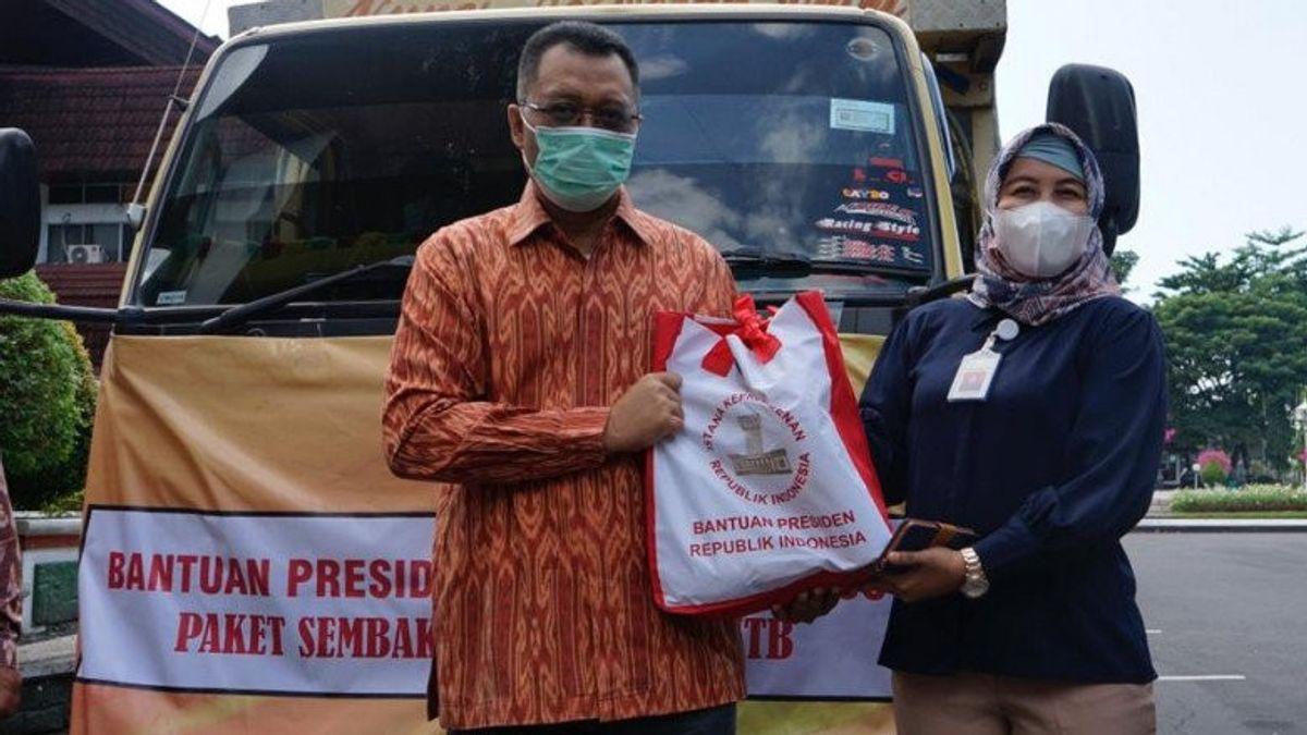 Presiden Jokowi Salurkan 10 Ribu Paket Sembako untuk Warga NTB