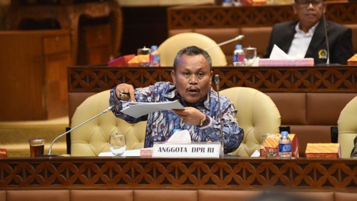 كبار الحزب يقاضي AHY لPTUN على الفصل ، وأندي Mallarangeng رش Jhoni ألن عن هانيبالانج