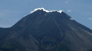 Gunung Merapi Keluarkan Guguran Material Sejauh 200 Meter