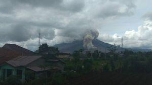 Gunung Sinabung Luncurkan Guguran Abu Sejauh 1.000 Meter