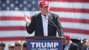 Muncul di Pesta Pernikahan Pendukungnya, Donald Trump Kritik Joe Biden, Ungkit Hasil Pemilu