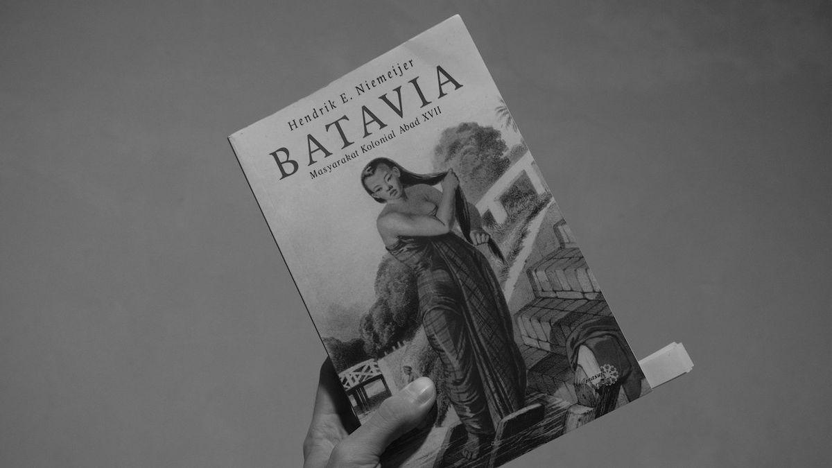 Resensi Buku Batavia: Masyarakat Kolonial Abad XVII – Tentang Pelacuran dan Perbudakan di Jakarta