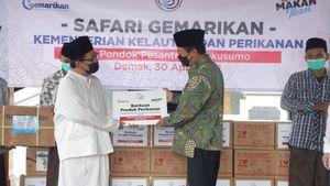 Menteri Trenggono Salurkan 10 Ton Ikan Beku ke Pesantren di Jateng dan Jatim untuk Penuhi Gizi Santri
