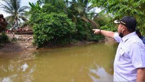 Cerita Sebenarnya soal Viral Bocah SD Bergelantungan Keranjang Seberangi Sungai