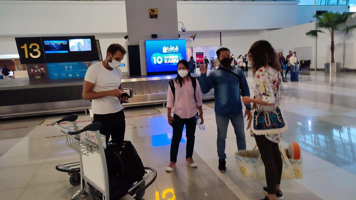 Imigrasi Bali Deportasi Satu Keluarga Bule Rusia yang Ditangkap di Sanur