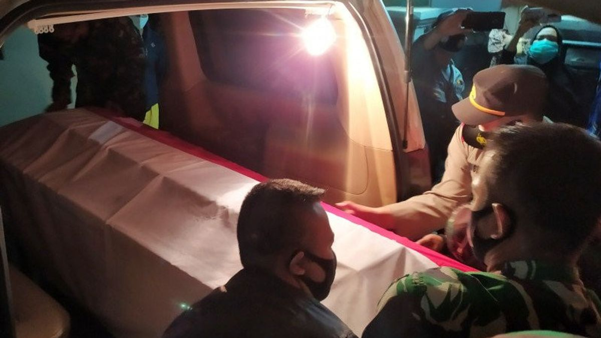 Arriving In Bandung Wrapped In A Red And White Flag, Praka Roy's Body Was Buried Tomorrow