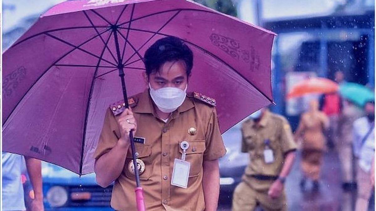 Momen Haru Blusukan Gibran 'Jokowi' Rakabuming di Rutan Surakarta , Didoakan Napi 'Sehat-Sehat Ya Pak <i>Nggih</i>'