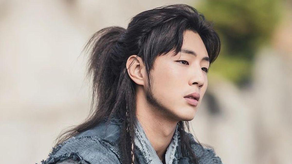 Ji Soo Keluar dari Drama <i>River Where the Moon Rises</i>, Rumornya akan Digantikan Na In Woo