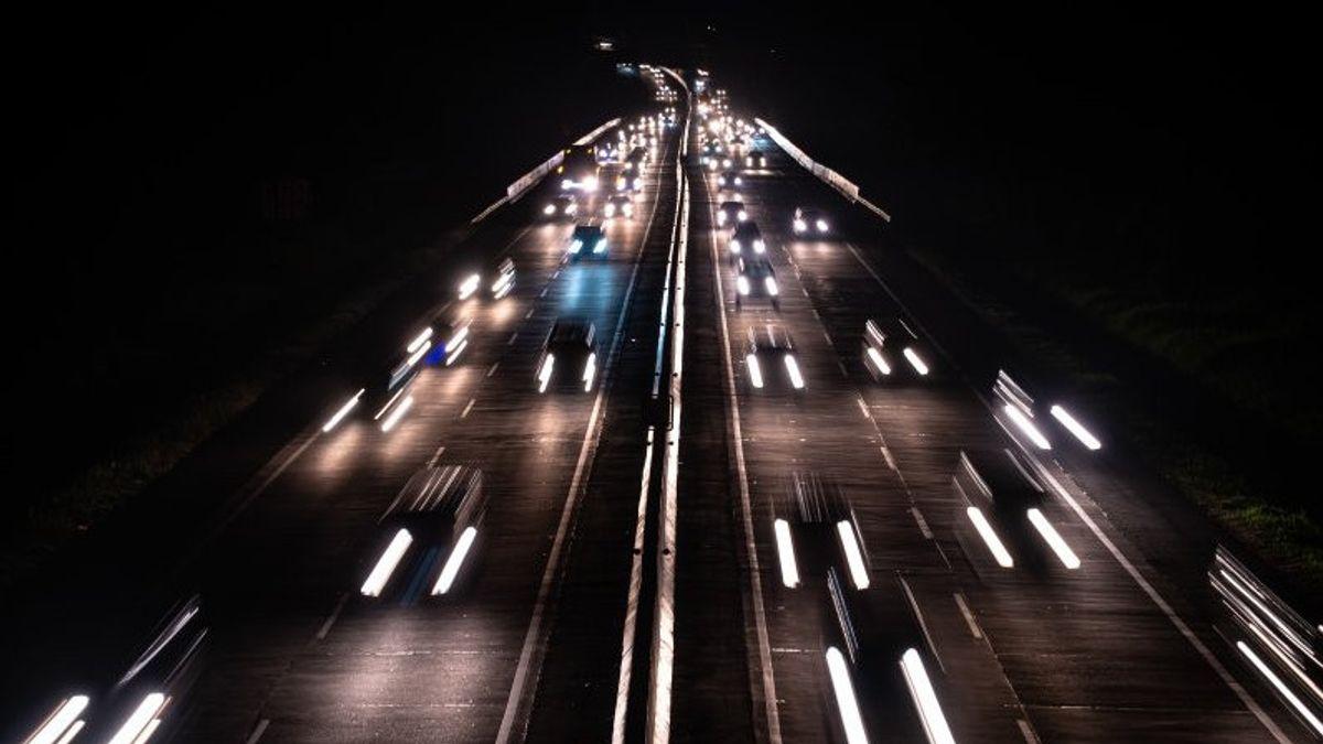 Macet Total di Tol Cipularang Arah Jakarta Malam Ini, Penyebabnya Mobil Terbakar