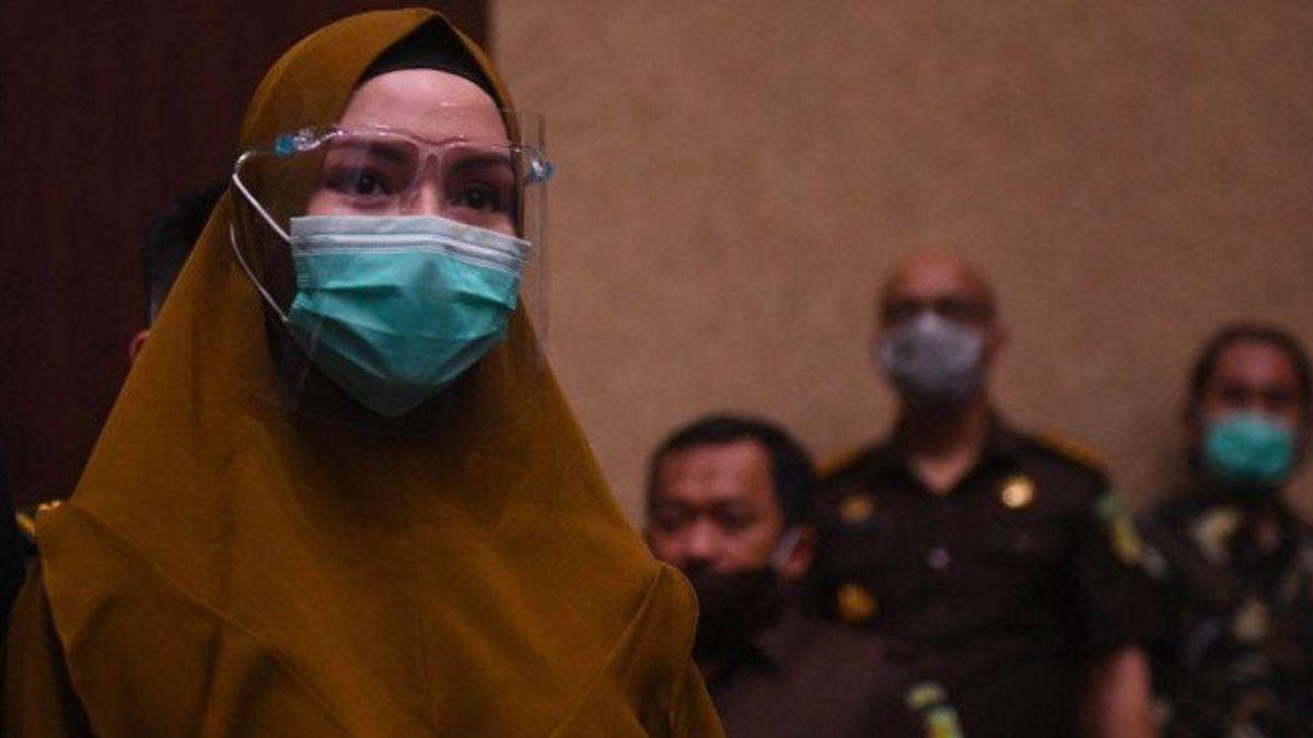 Pinangki Diringankan karena Perannya sebagai Ibu, Rismaya Menyusui Bayi 10 Bulannya di Penjara